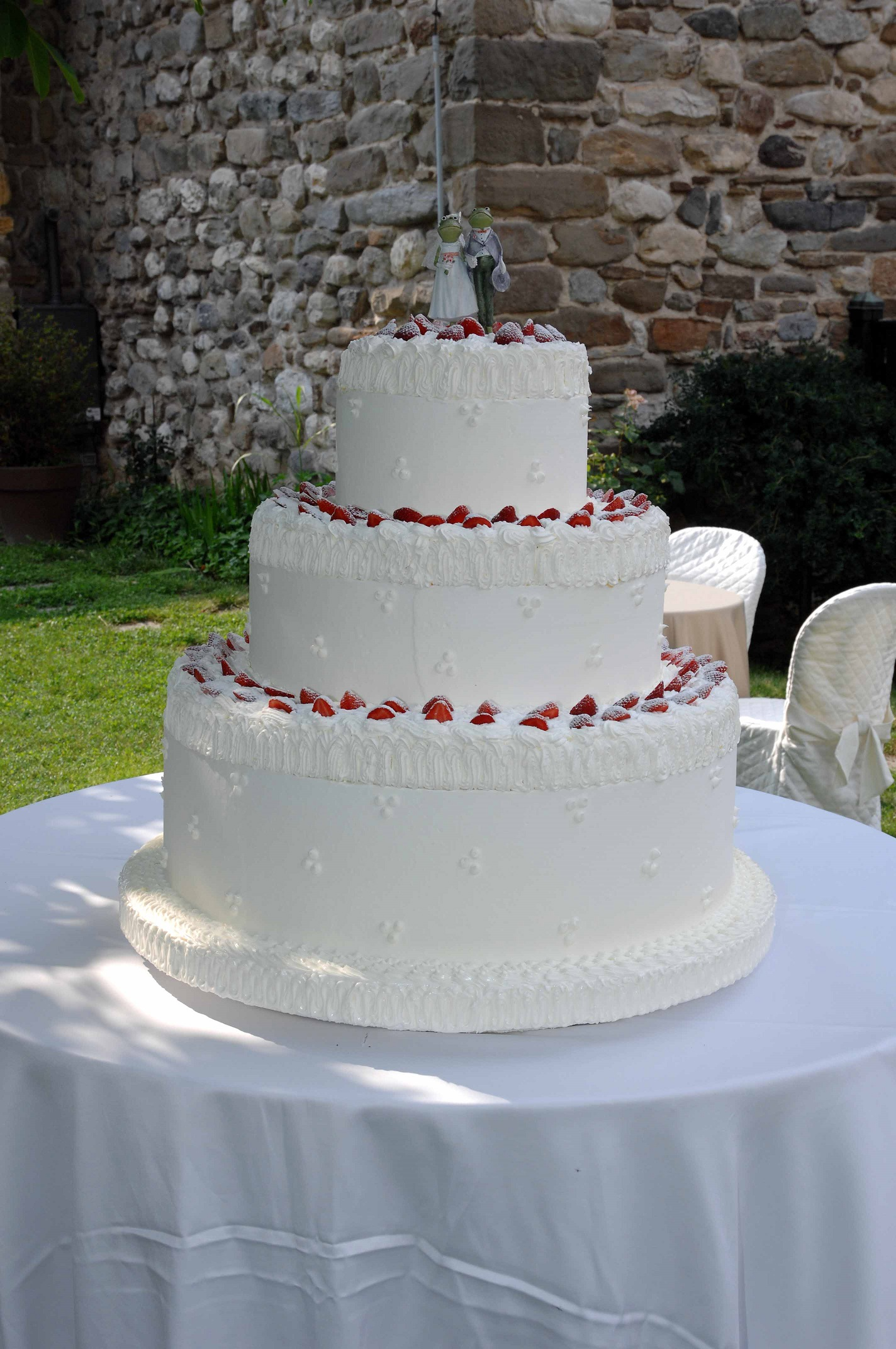 meaning of wedding cake slicing wedding cake lake como weddings and events 17246