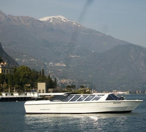 Guests_boat_sailing_LakeComo